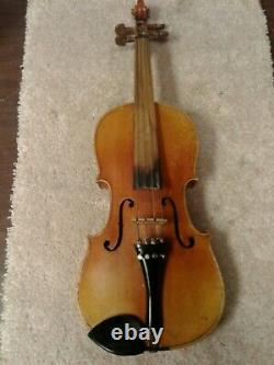Vintage Antonius Stradivarius Cremonensis Faciebat Anno 17 Violin with max case