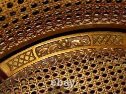 Paire De Chaises Vintage En Cane Dorée De Bergere Avec Crête De Violon Musical