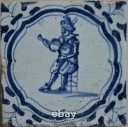 Une Rare Carrelage Antique De Delftware De Delft Faience Carreau Avec Un Jeu De Violon